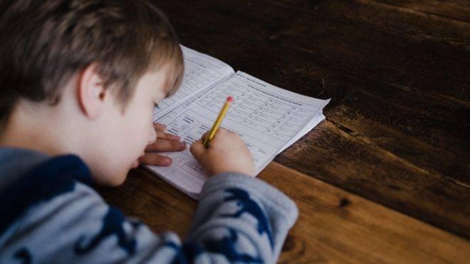 Resultados do Saeb amostral: avaliação de Língua Portuguesa (alfabetização) e Matemática
