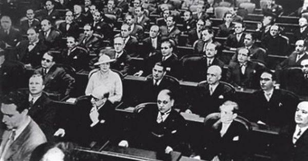 Carlota Pereira de Queirós, primeira deputada federal brasileira. <br />Assembleia Nacional Constituinte de 1932. (arquivo: Câmara Federal)