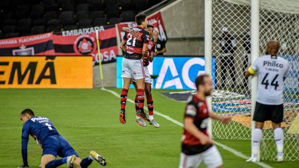 Eliminado pelo Flamengo, Athletico amplia crise, mas mostra luta