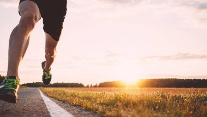 Fazer exercícios intensos e curtos queimam mais calorias do que exercícios contínuos, demorados e moderados.