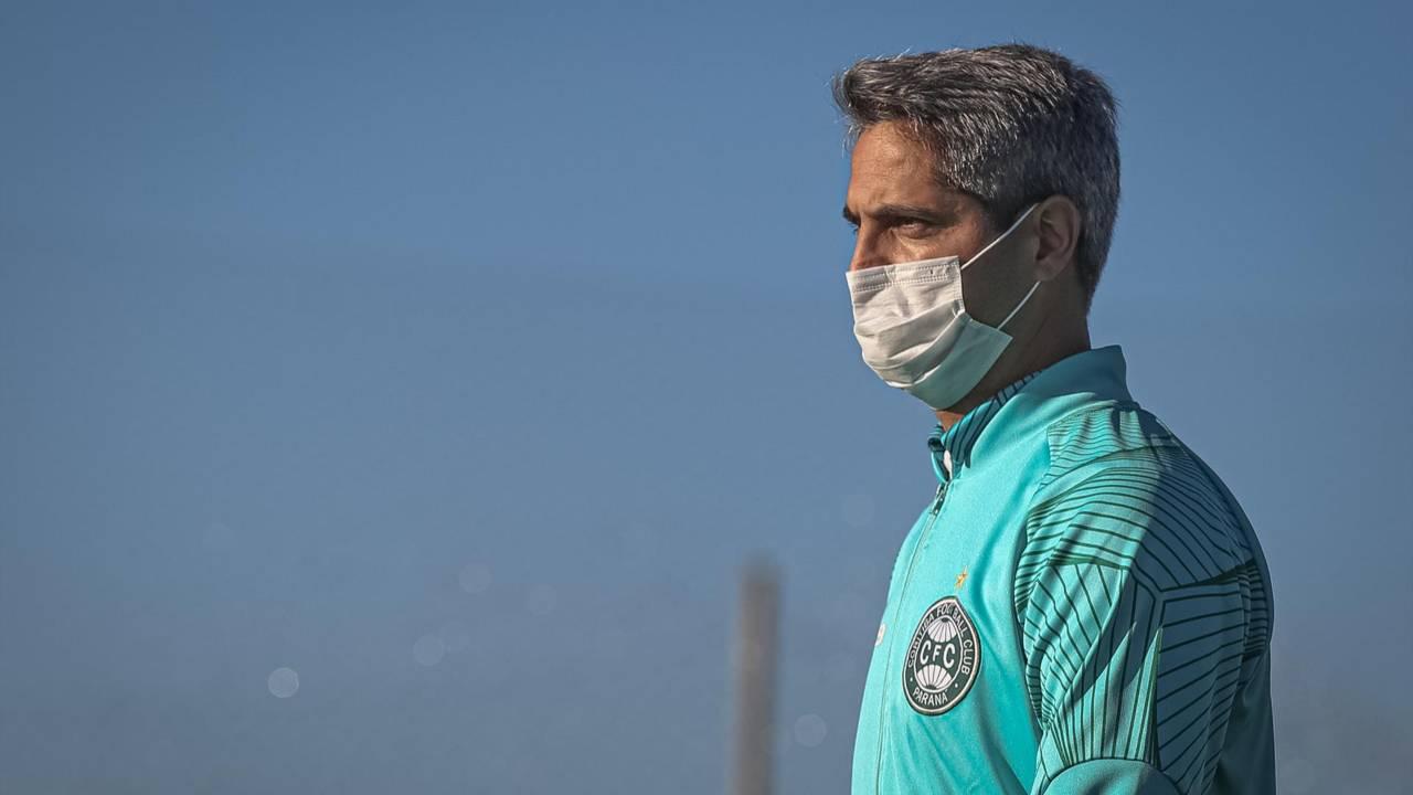 Rodrigo Santana chegou com a missão de salvar o Coritiba do rebaixamento