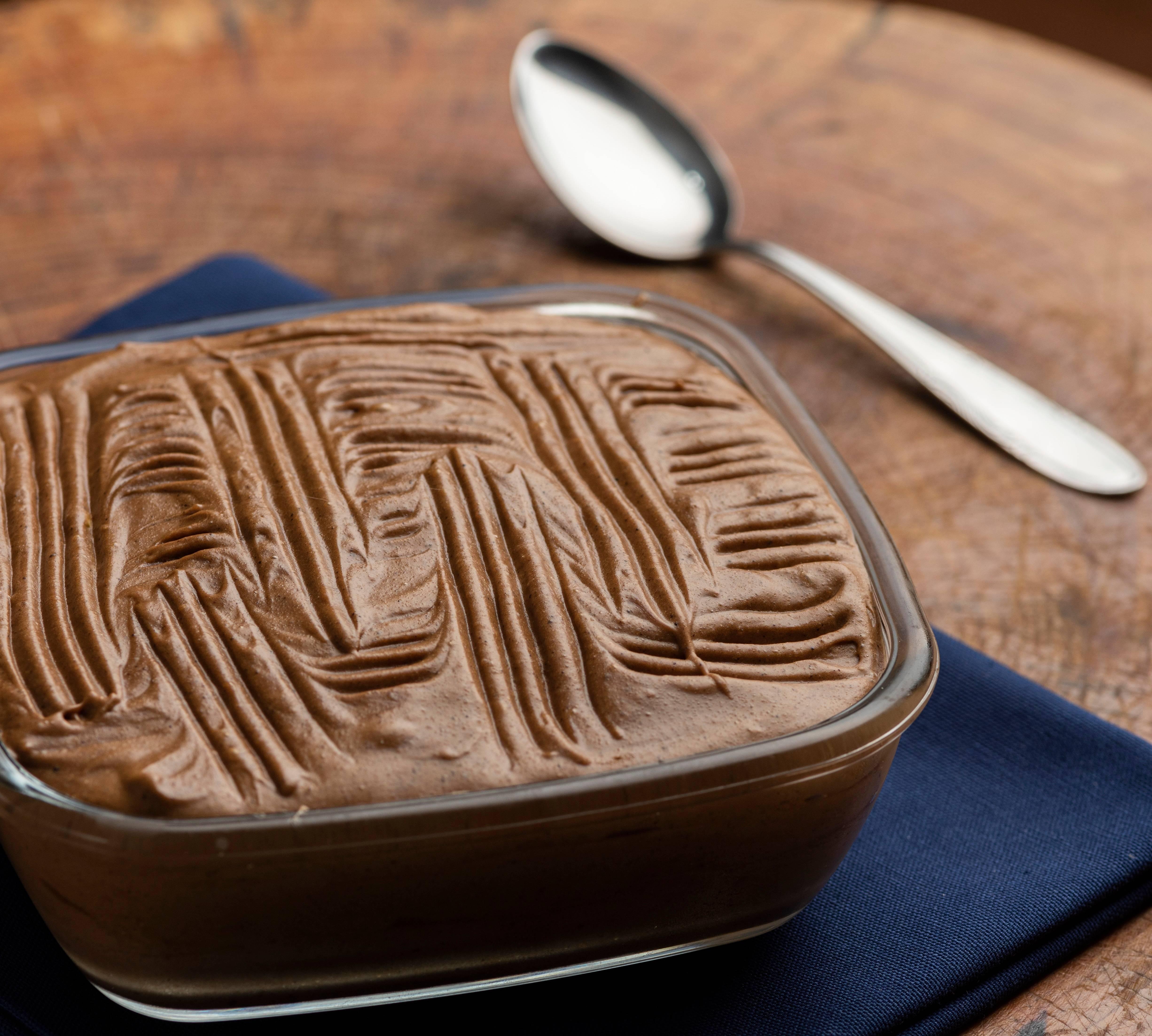 Este pavê de chocolate é rápido e fácil de fazer.