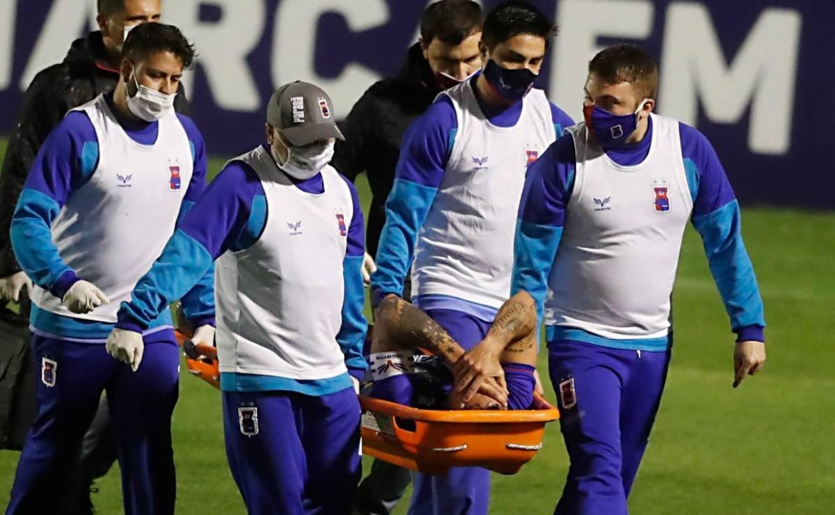 Fabrício saiu lesionado do empate com o Sampaio Corrêa, na 16ª rodada. Foto: Albari Rosa/Foto Digital/Gazeta do Povo