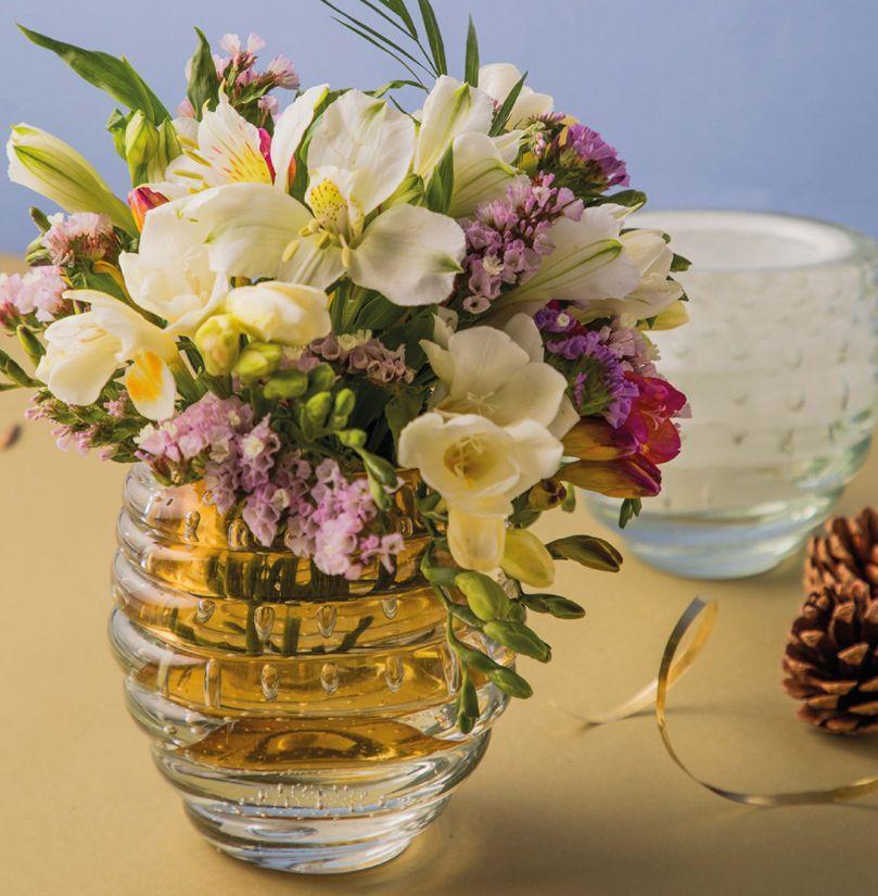 Vidro soprado é feito de acordo com a tradição da Ilha de Murano, na Itália.