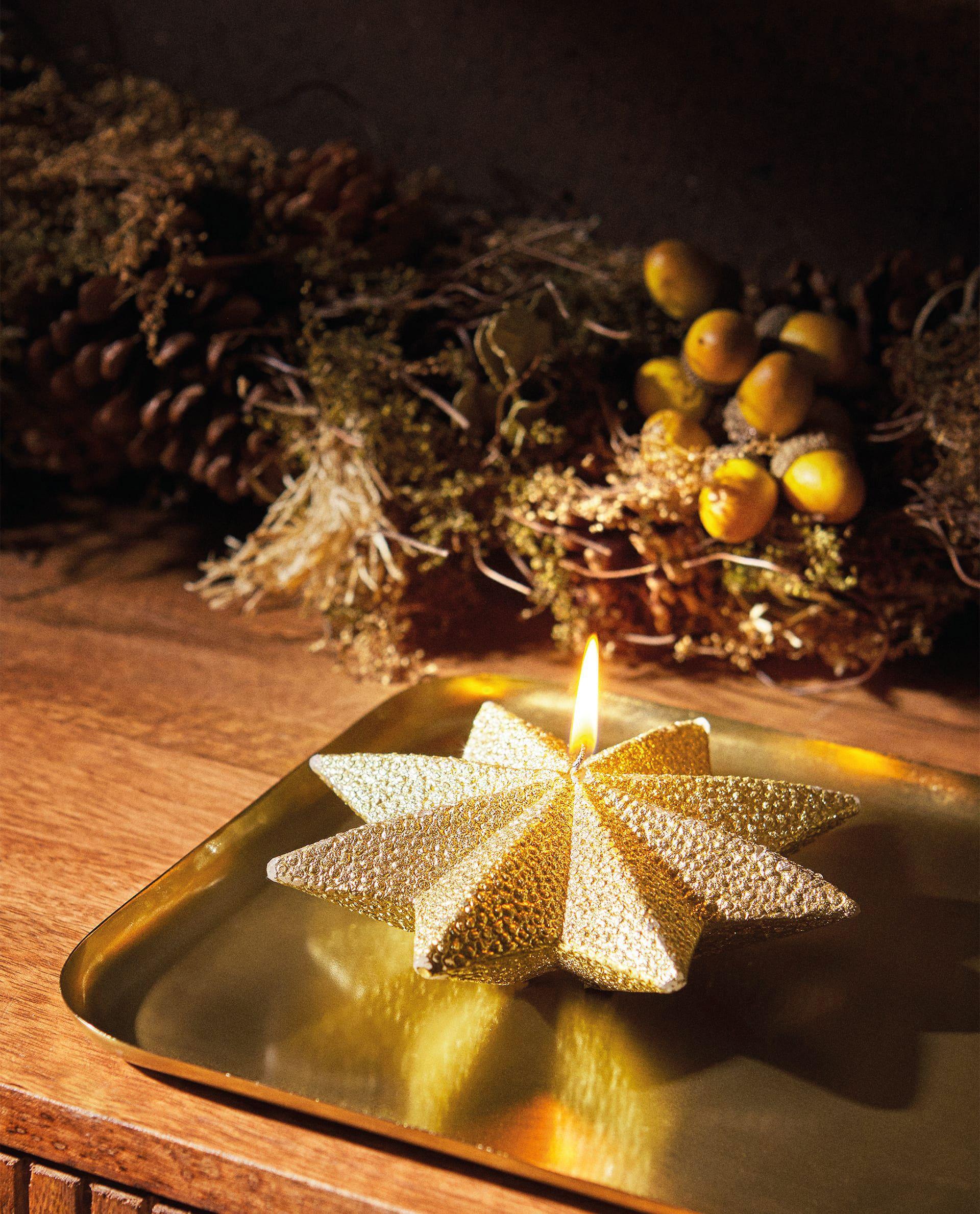 Em formato de estrela, esta vela se destaca pela beleza e originalidade.