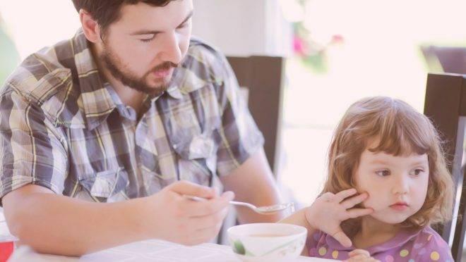 Na neofobia alimentar a criança come o que ela está mais acostumada e a qualquer novidade, ela bloqueia.