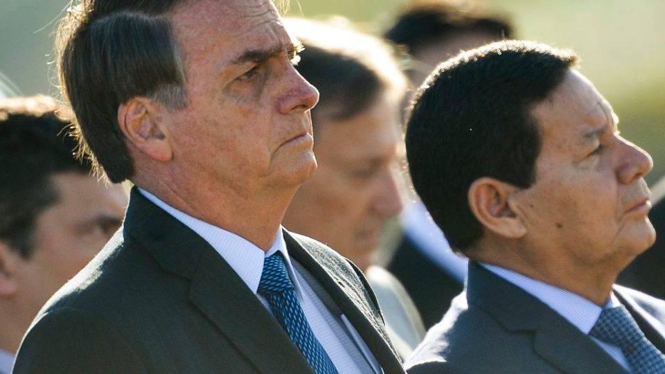 """Mourão diz que """"faz falta"""" diálogo com Bolsonaro"""
