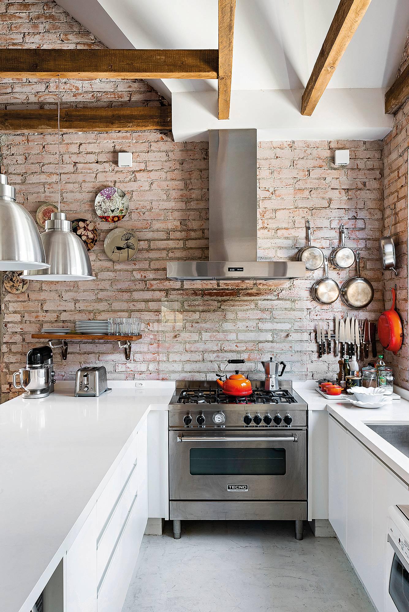Fogão é um dos principais elementos na cozinha.