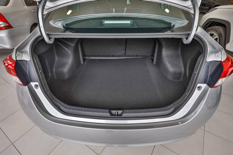 Porta-malas do Toyota Yaris Sedan