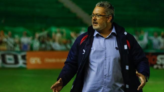 Micale ainda não venceu em seu retorno ao Paraná. Luca Erbes/Estadão Conteúdo