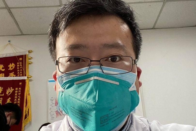 O médico chinês Li Wenliang alertou colegas sobre o surgimento do novo tipo de coronavírus e foi reprimido pela polícia chinesa | Foto: Reprodução