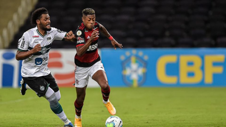 "Zagueiro Sabino pede desculpas após derrota do Coritiba: ""começamos desligados"""