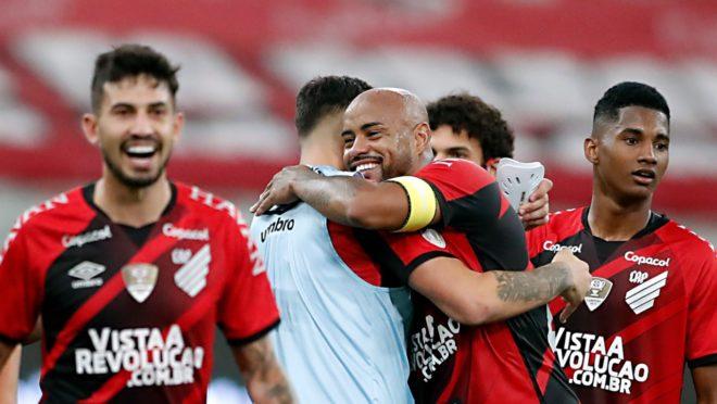 Thiago Heleno fez o gol da vitória do Athletico.