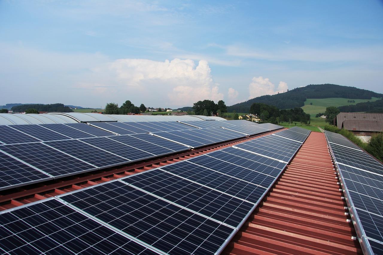 Painéis de geração de  energia solar.