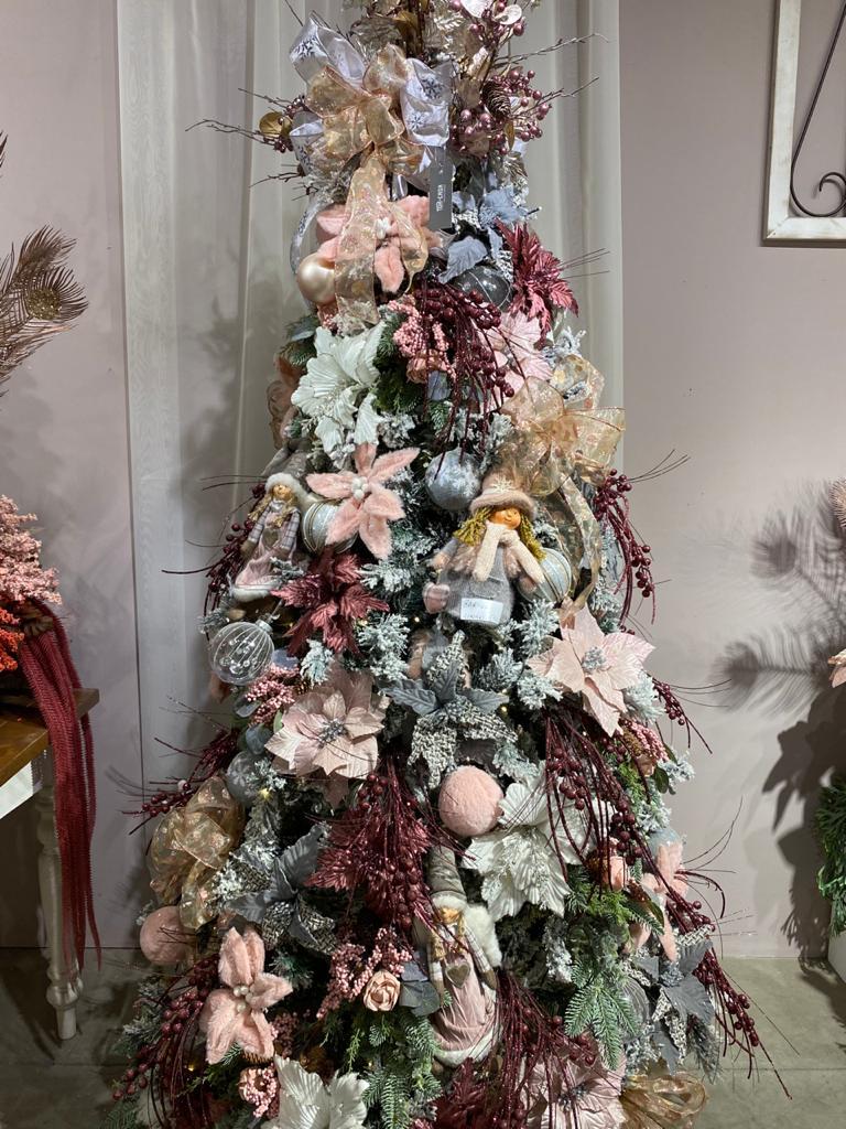 Tons de rosê e champagne estão entre as tendências para o Natal 2020.
