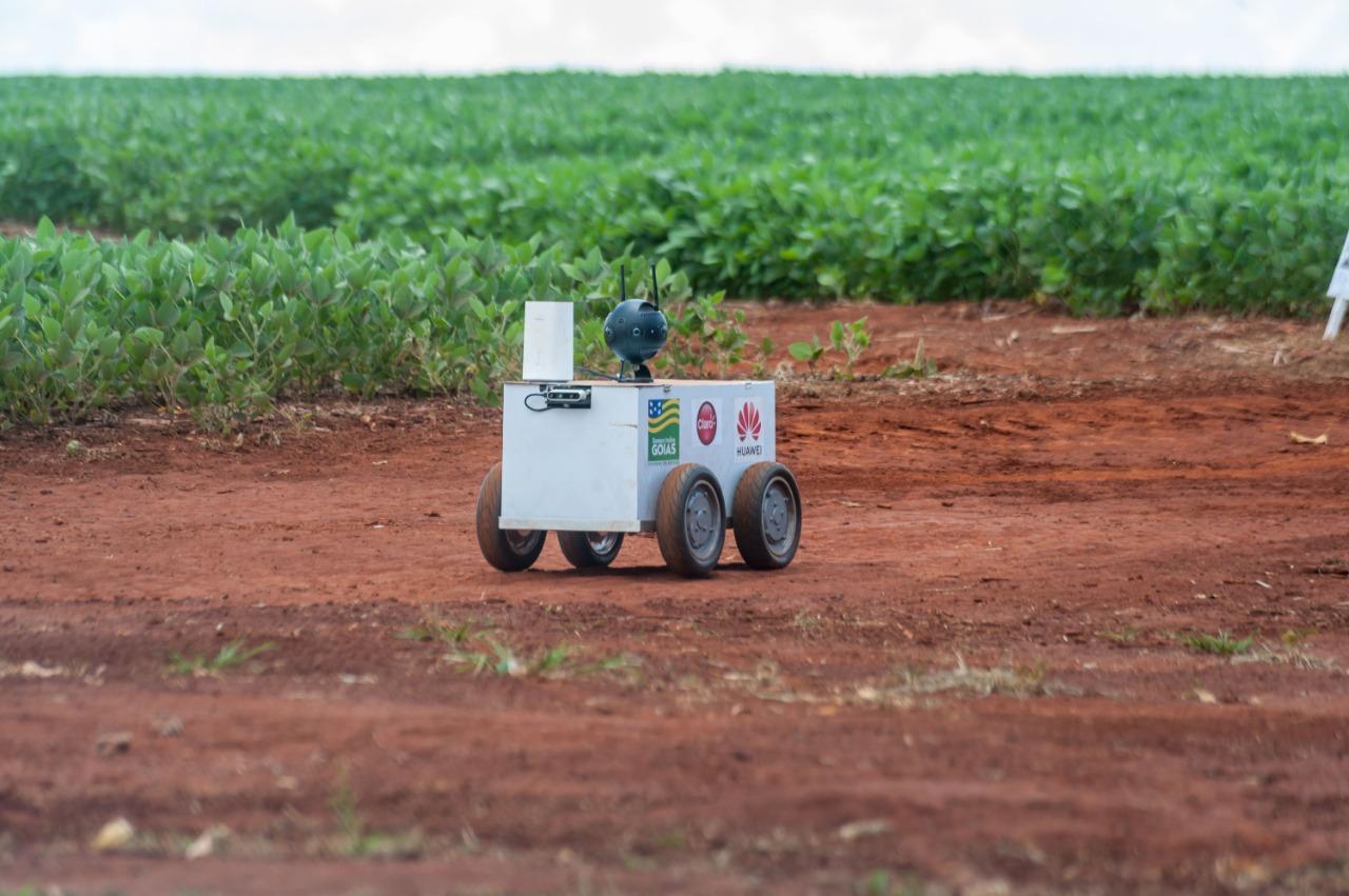 O veículo não tripulado, chamado de Smart Rover, coleta imagens das lavouras analisa e faz a predição das ações que o agricultor deve tomar em sua cultura. Foto: Pablo Regino.