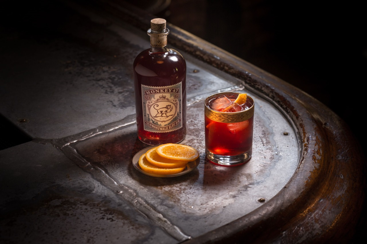 O clássico Negroni é uma das sugestões de drinques utilizando o Monkey 47 Sloe Gin.