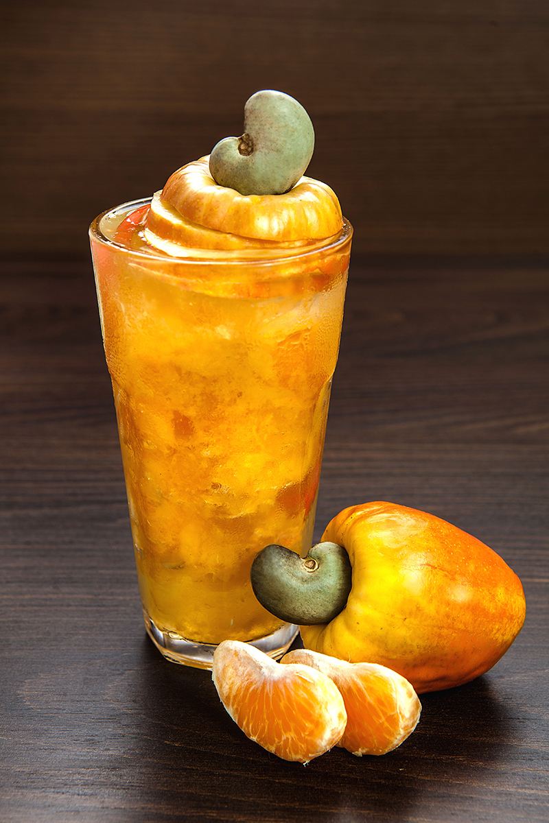 Cajurica: bebida feita com caju, tangerina, vodka e gelo. | Patrícia Ecave