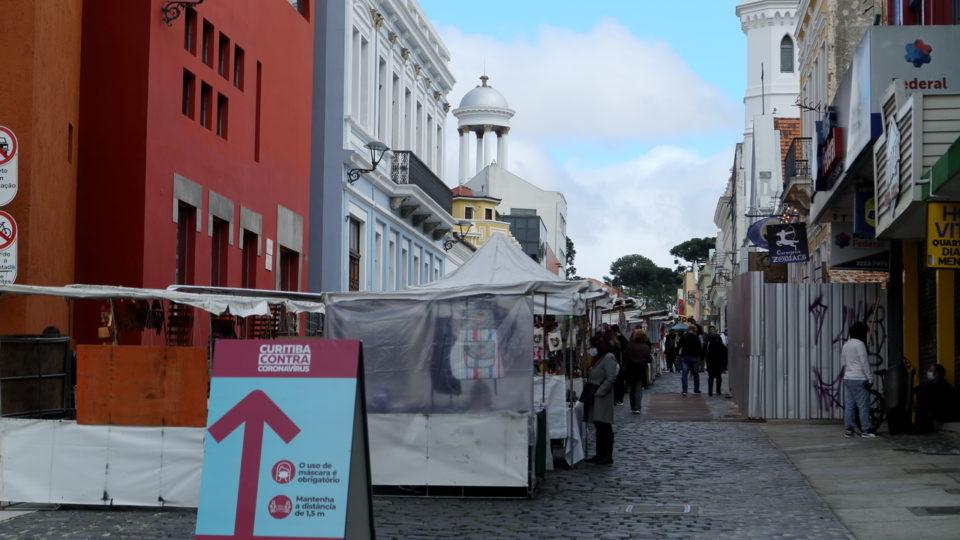 Em novo decreto, Curitiba libera esportes coletivos e feiras aos domingos