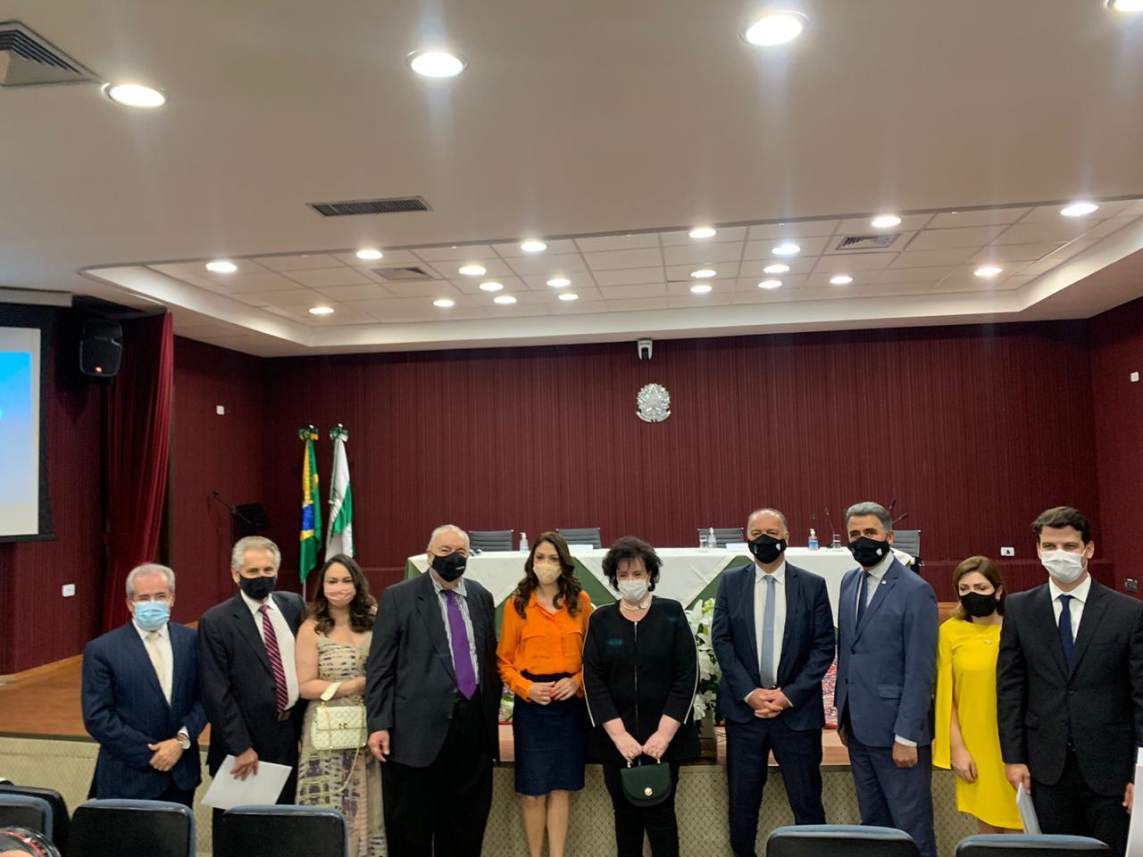 Apenas quatro eleitos receberam o diploma no local da cerimônia: Rafael Greca, Eduardo Pimentel, Indiara Barbosa e Sabino Picolo. Foto: TRE-PR