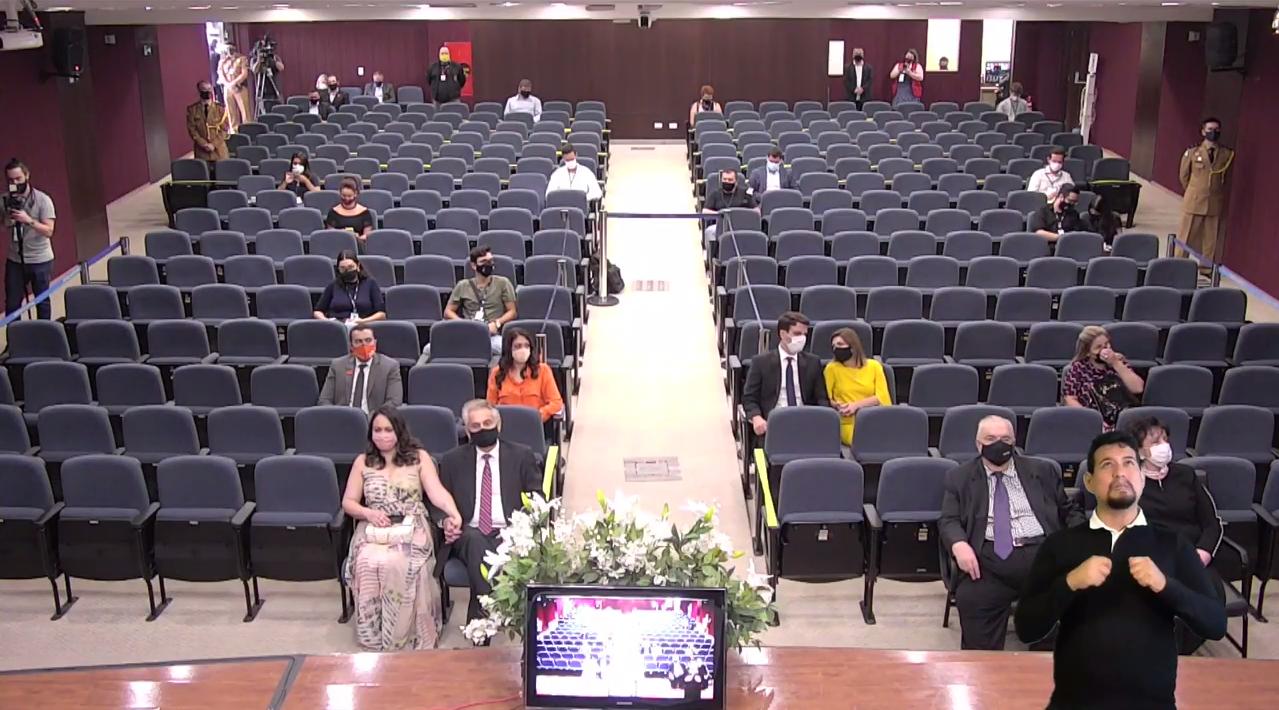 Auditório do TRE-PR, durante cerimônia exibida através do Youtube. Foto: Reprodução/Youtube
