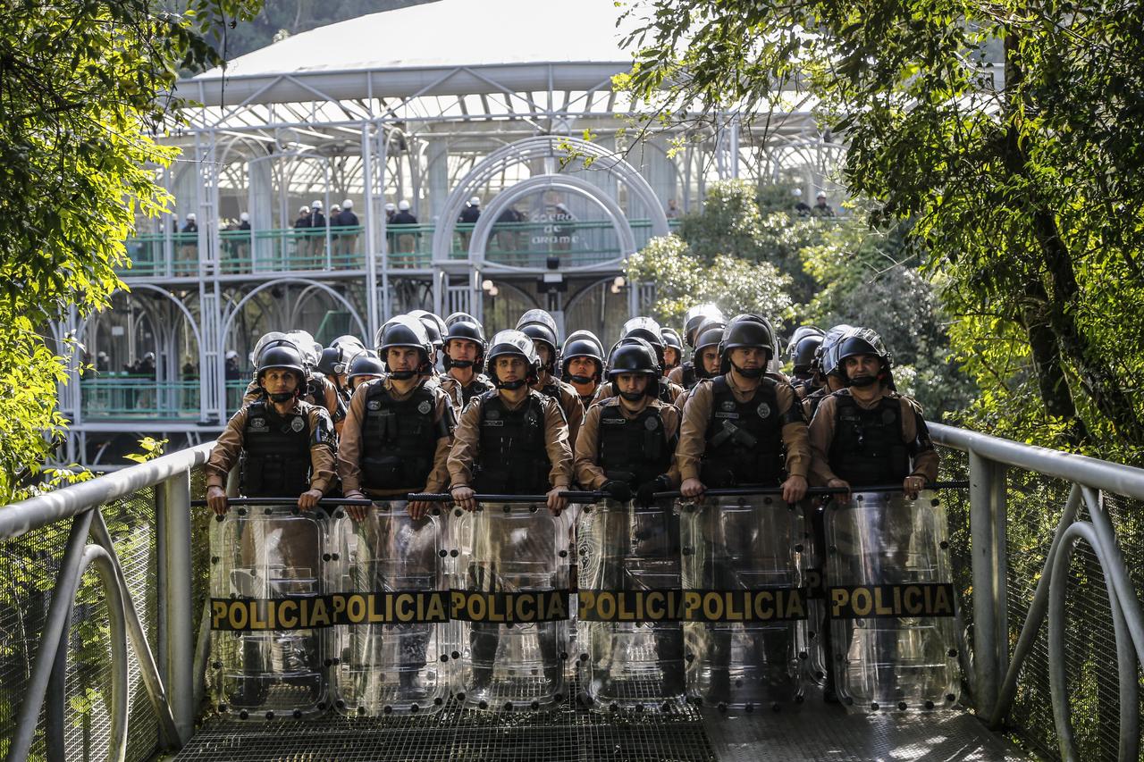 Policiamento reforçado garantiu a votação do pacotaço na Ópera de Arame.