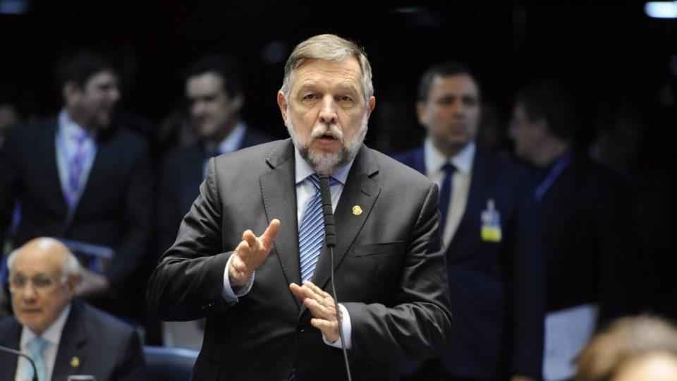 Flávio Arns assina e CPI da Covid passa a contar com apoio dos três senadores paranaenses