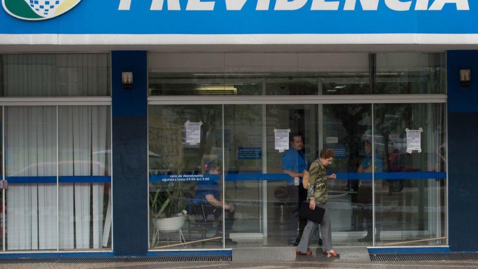 Como o coronavírus deve aprofundar a crise da Previdência brasileira