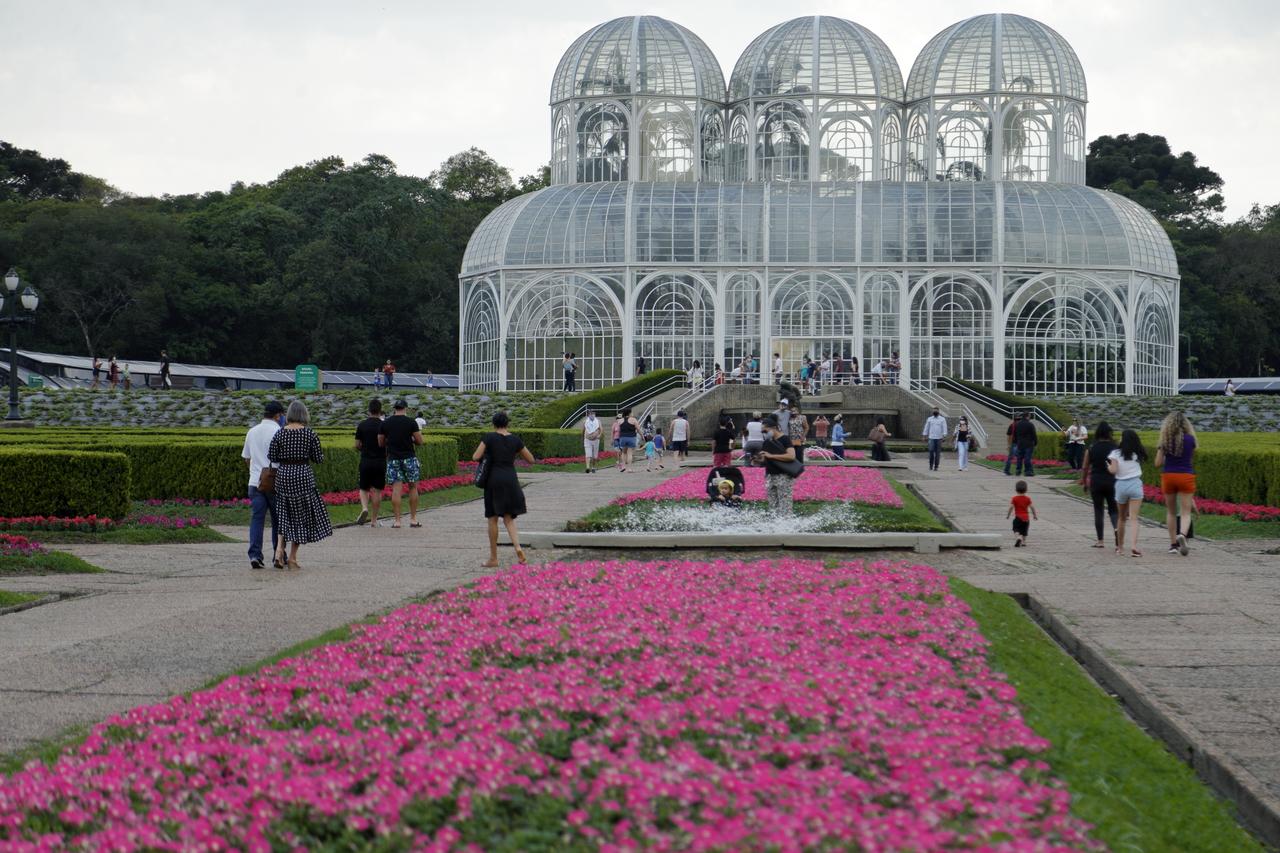 Jardim Botânico de Curitiba, inaugurado sob a gestão Lerner juntamente com as demais obras em metal e vidro.