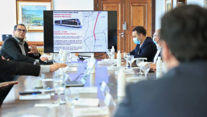 Proposta de transporte com veículos elétricos foi discutida em reunião no Palácio Iguaçu.