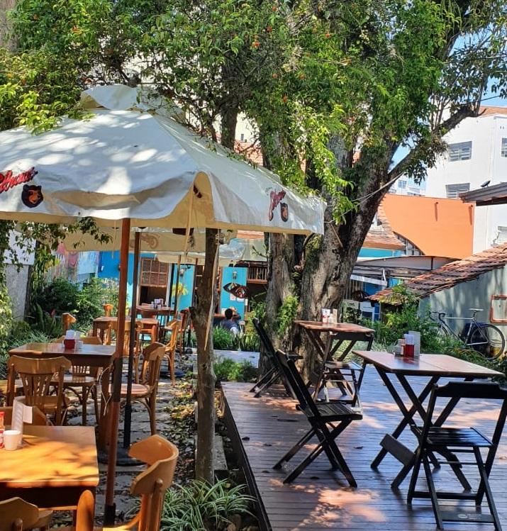 Espaços oferecem experiência gastronômica ao ar livre.