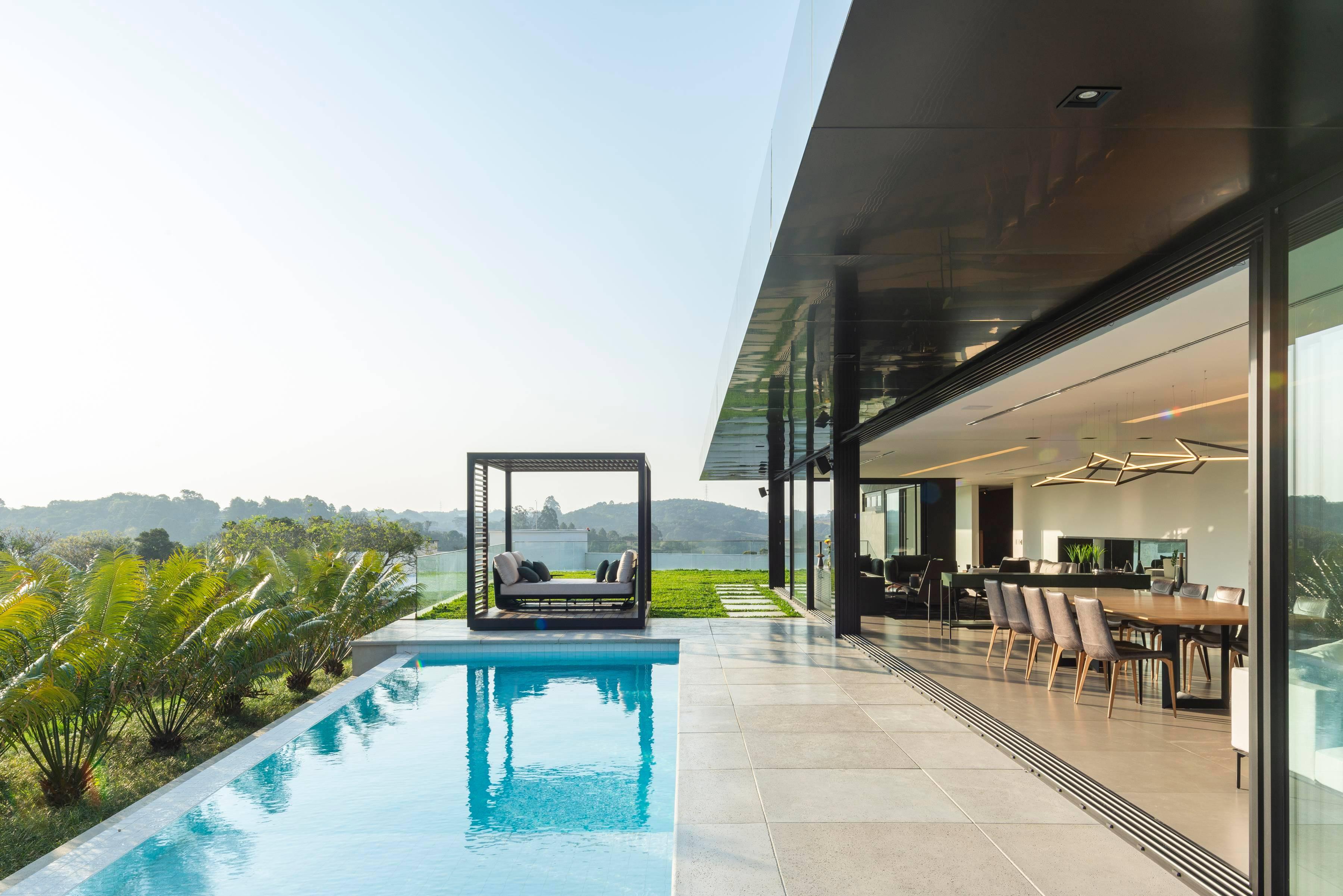 Casa projetada pelos arquitetos Mariana Manzoni e Rafael Gimenez Gonçalves, do Studio MG2.