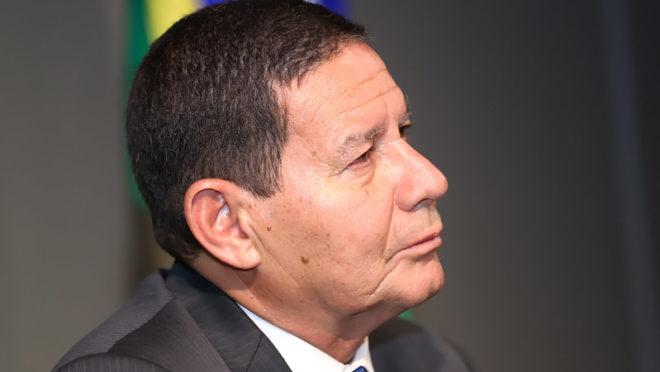 Mourão diz que inquérito sobre Pazuello é importante para esclarecer os fatos