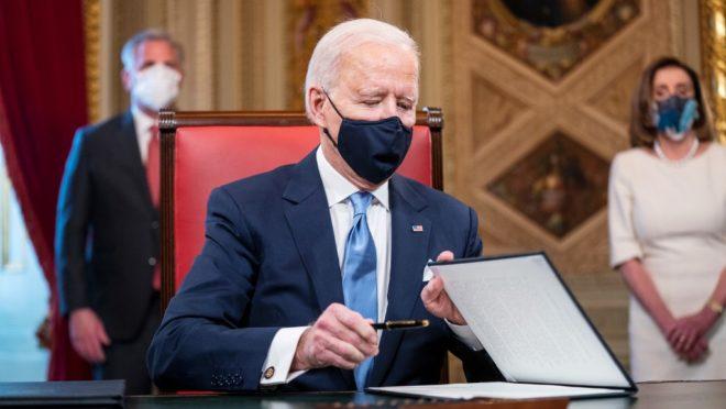 """Biden diz que Trump deixou uma carta """"muito generosa"""" para ele"""