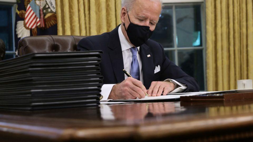 Ordens executivas de Biden criam rota de colisão com partido republicano