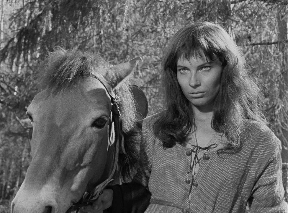 Gunnel Lindblom no papel de Ingeri, em A fonte da donzela, de Ingmar Bergman.