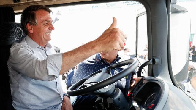 """""""Não façam greve, que todos nós vamos perder"""", diz Bolsonaro sobre greve dos caminhoneiros"""