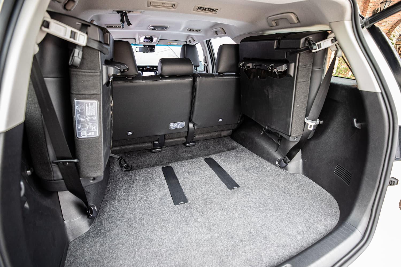 Porta-malas do SW4 com os bancos extras rebatidos