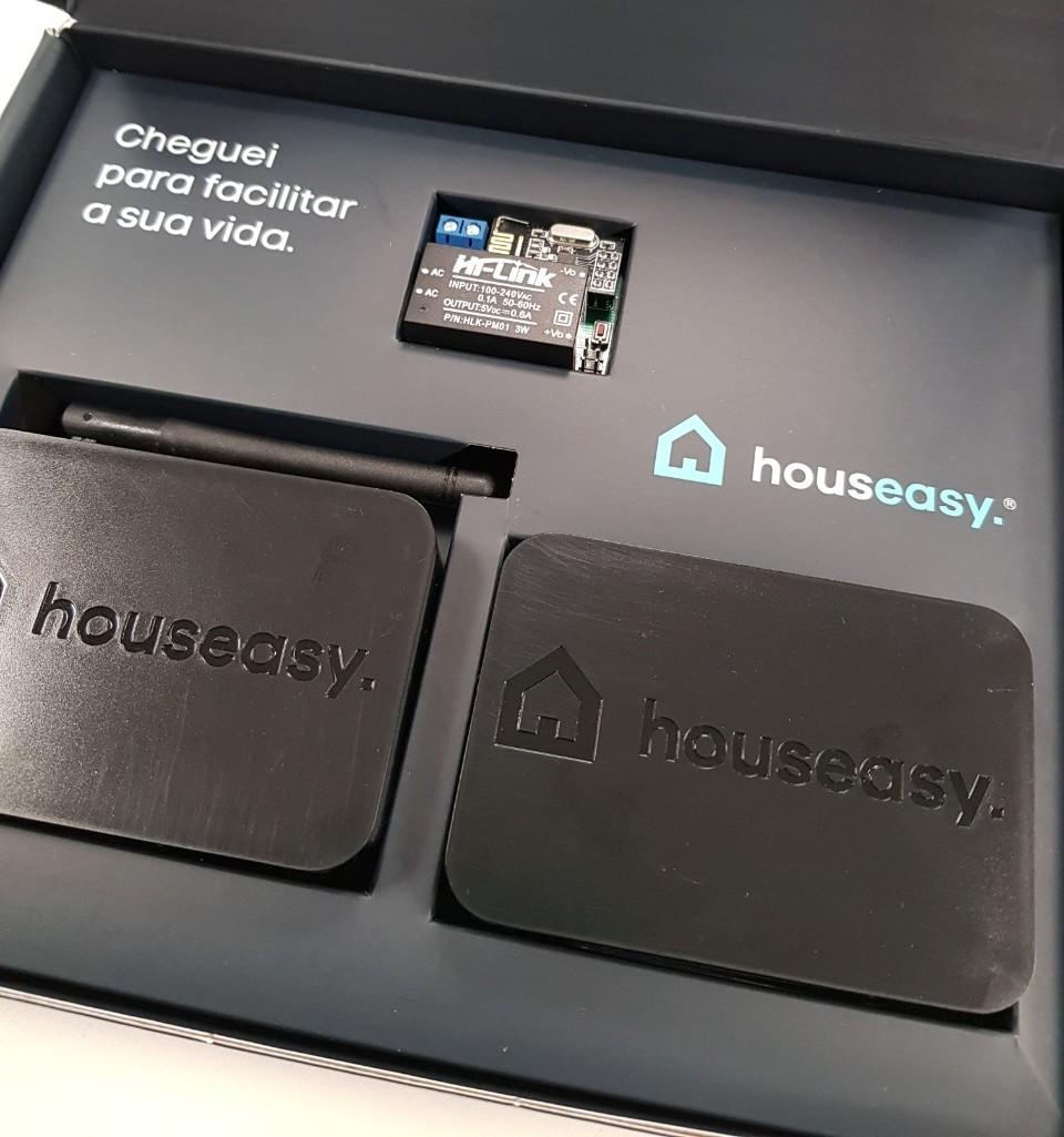 O equipamento utilizado pela Houseasy conecta equipamentos eletrônicos da casa ao aplicativo, que permite sua manipulação remota. Foto: Divulgação/Houseasy