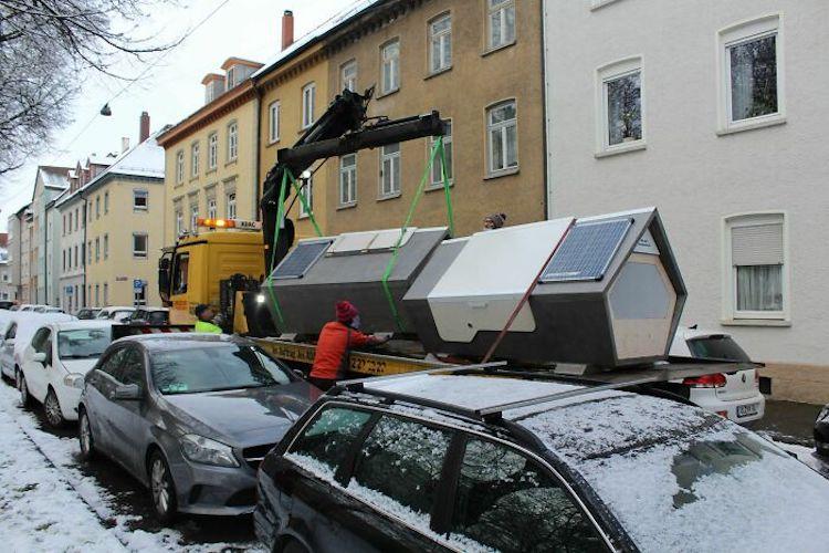 Cabines sendo instaladas na cidade: locais contam com aquecimento e internet. Foto: Facebook/Ulmer Nest.