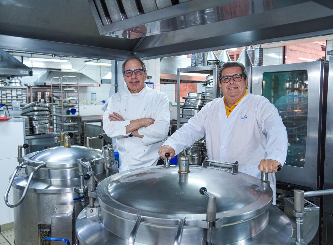 Eduardo Sganzerla e Dante Mendonça na cozinha do Senac. Foto: Bruno Tadashi/Senac