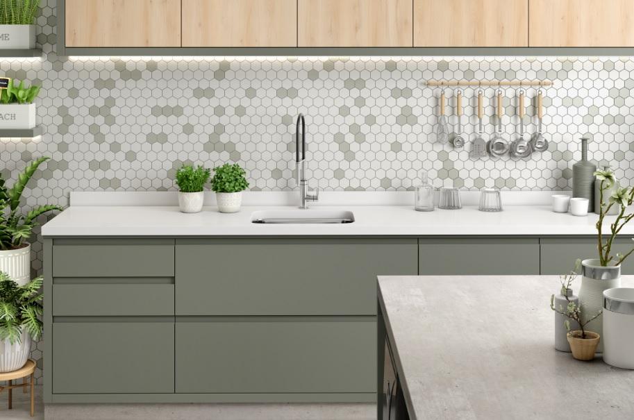 Cozinha com os padrões Faia, Concreto Metropolitan e Verti, todos da Berneck.