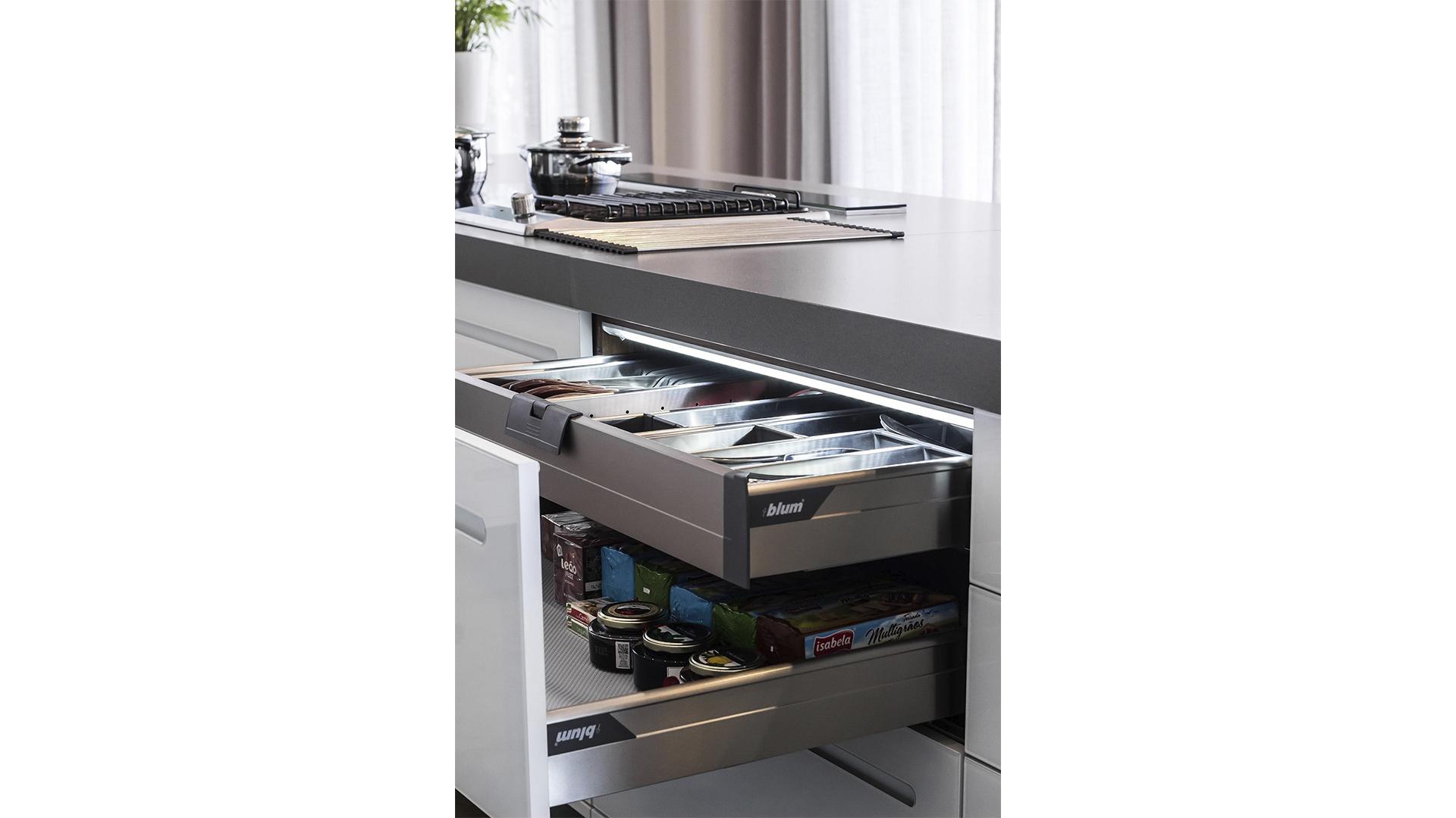 A linha Orga-line pode ser usada em gavetas para organizar acessórios