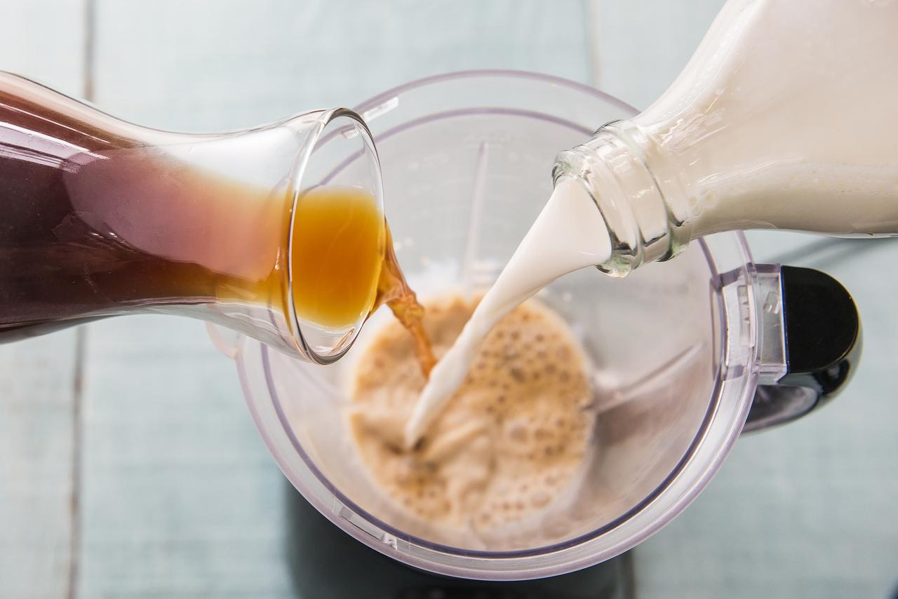 Leite e café gelado: ingredientes do cold brew.