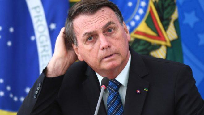 Baixar o dólar: a receita de Bolsonaro para conter alta dos combustíveis