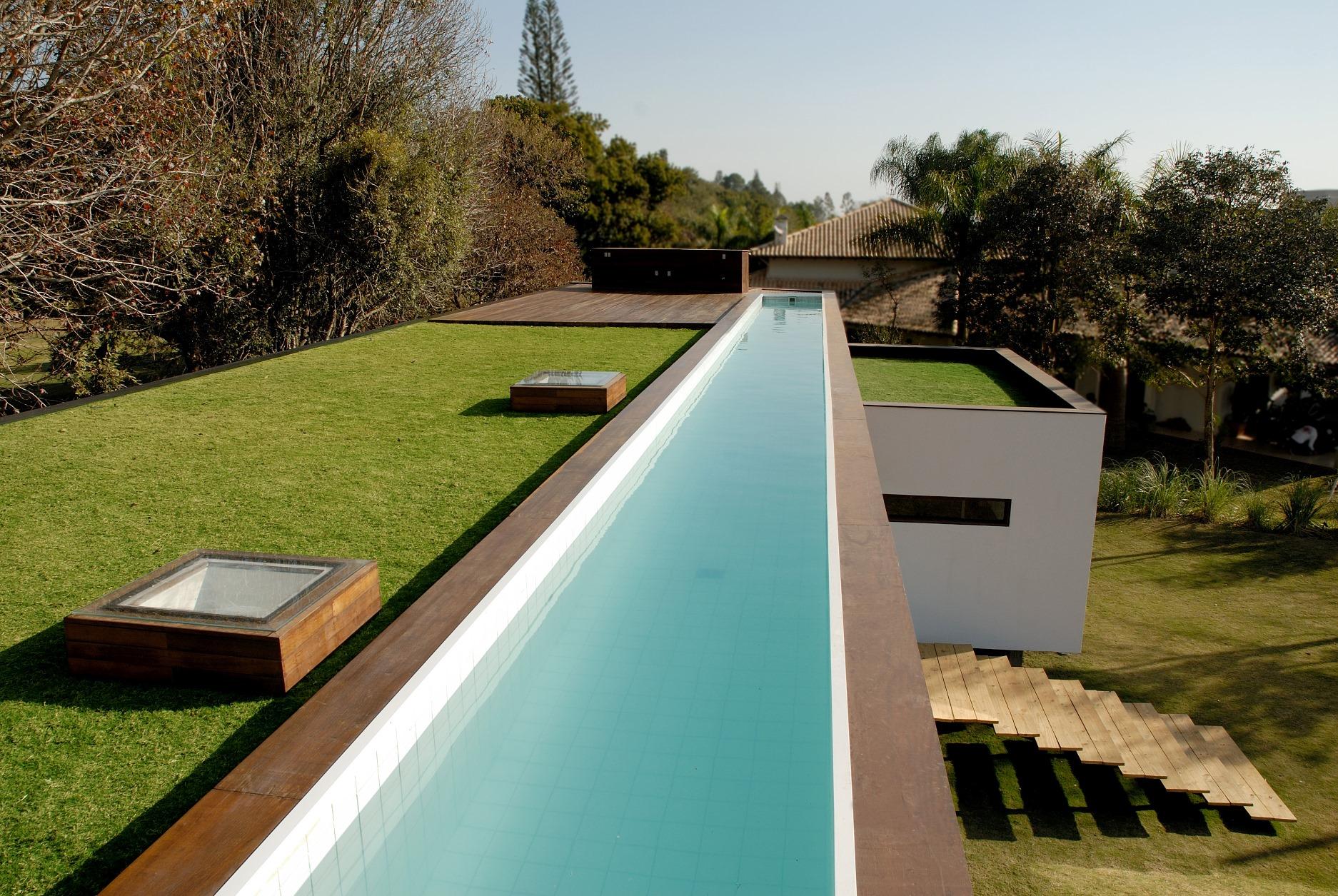 Projeto da Ecotelhado: água é elemento precioso no design biofílico. Foto: Divulgação.