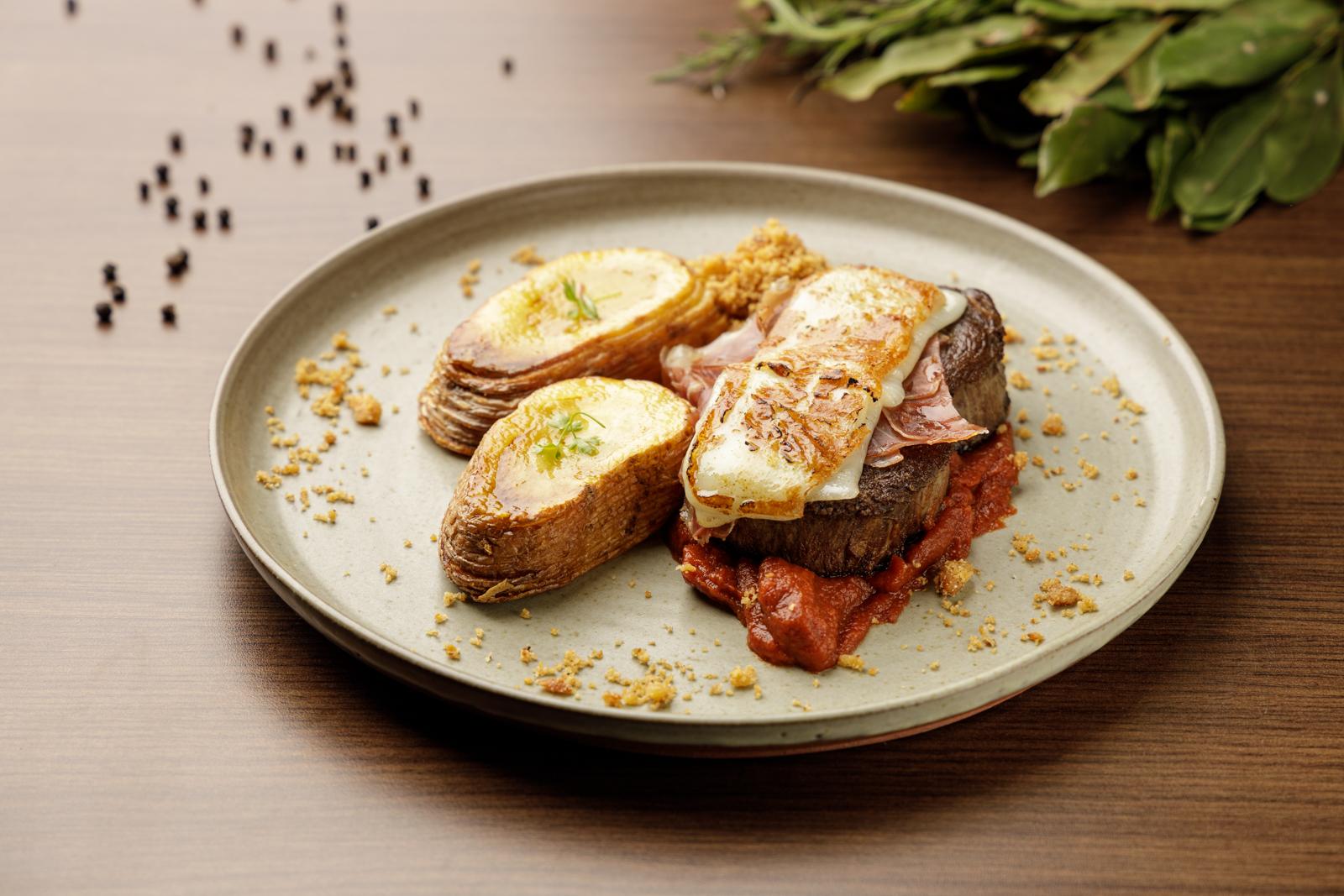 Restaurante do Hotel Rayon, o Triopo faz a sua estreia no Festival neste ano. A cozinha contemporânea também traz receitas exclusivas como o mignon à parmegiana, uma releitura da receita tradicional.  Foto: Fernando Zequinão.