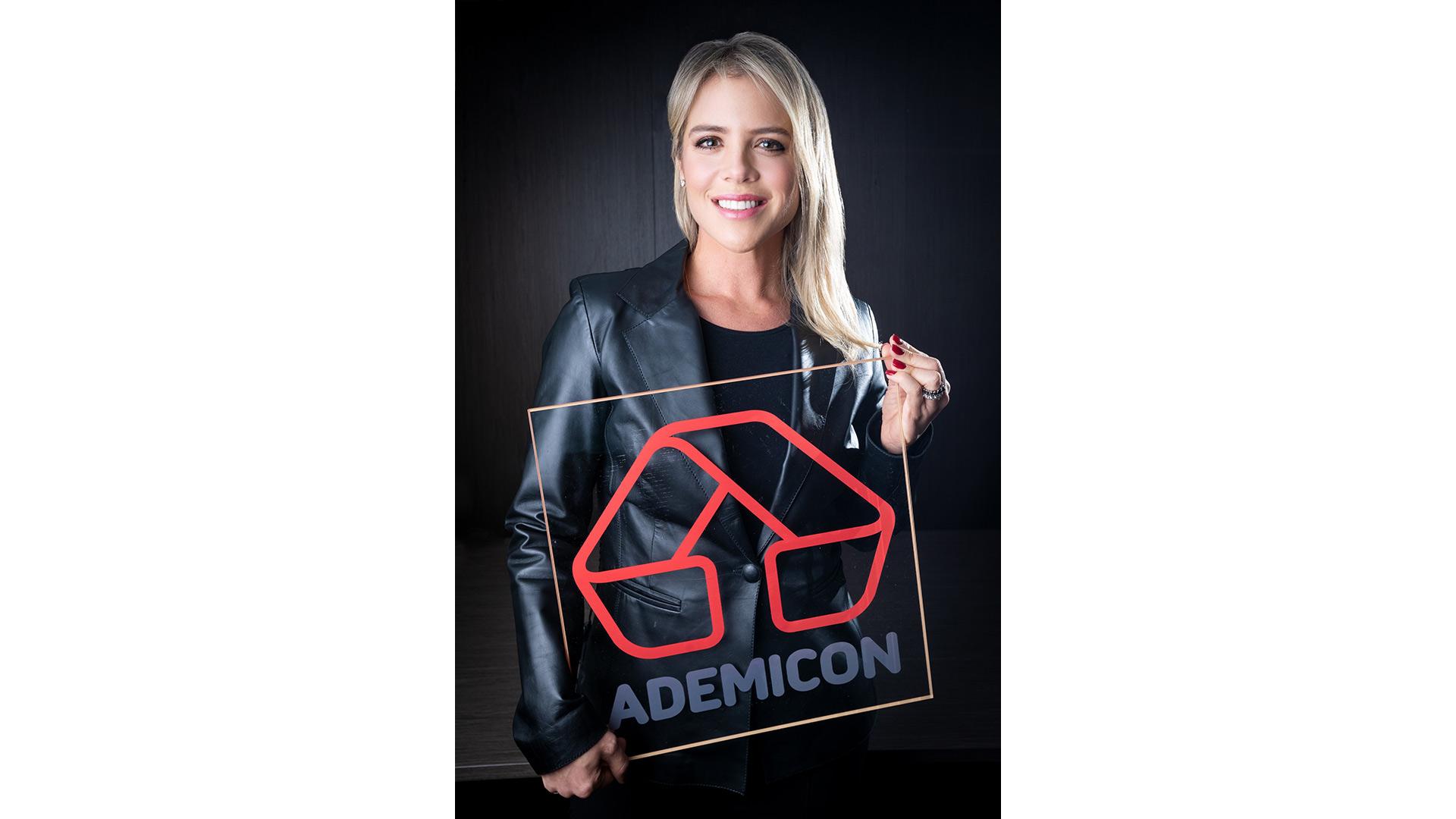 Tatiana Schuchovsky Reichmann é CEO do Grupo Ademicon. A empresa é a maior administradora independente de consórcios do Brasil, no segmento de imóveis e pesados.