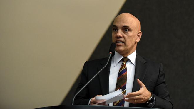"""Moraes classifica como """"grosseiro"""" ataque de Bolsonaro ao STF"""
