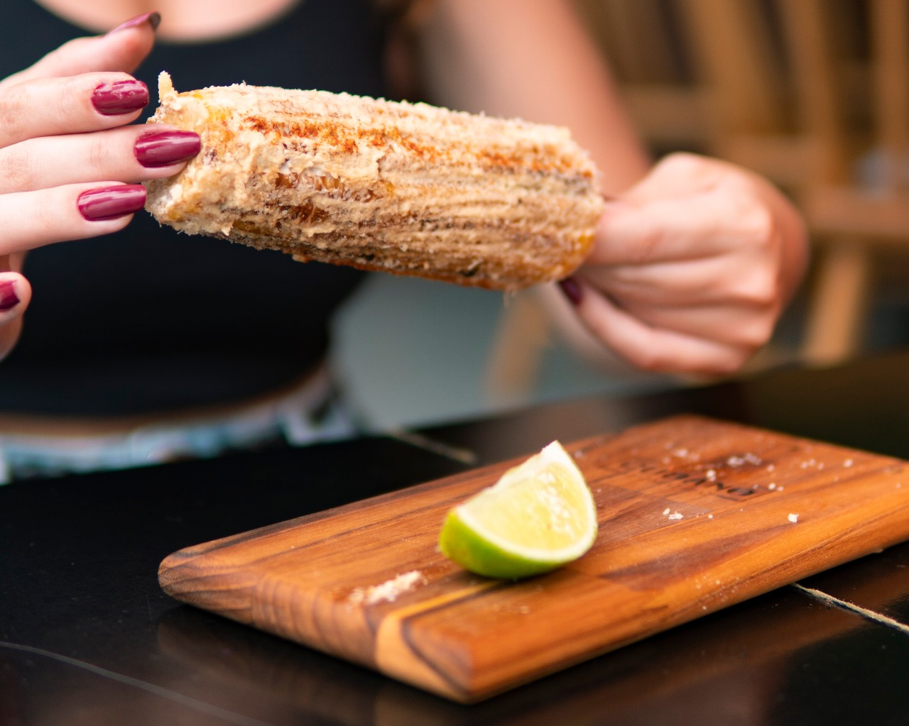 Elotes mexicanos são milhos cobertos de maionese temperada. Divulgação/Cubano